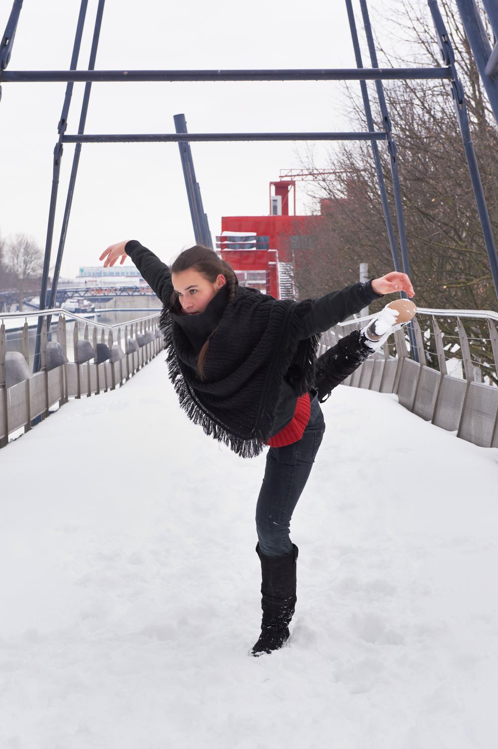 La danseuse Louise en improvisation à la Villette